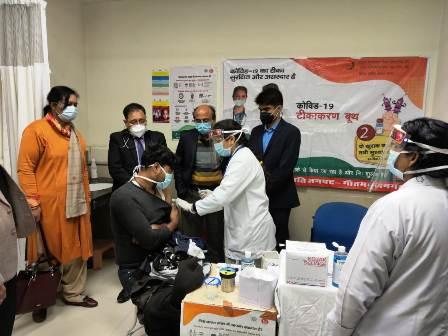 कोविड-19 टीकाकरण महा अभियान की हुई शुरुआत, जिलाधिकारी ने महा अभियान को मानकों के अनुरूप चलाने के दिए निर्देश