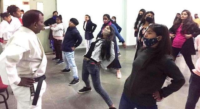 मिशन शक्ति अभियान के तहत आत्म रक्षा शिविर में छात्राओं को किया गया प्रशिक्षित