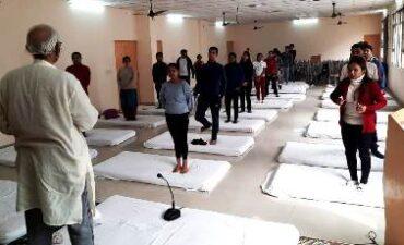योग शिविर में शिक्षक व छात्रों को योग को जीवन का हिस्सा बनाने के लिए किया गया प्रेरित