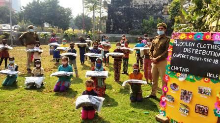 एचसीएल फाउंडेशन के सहयोग से गुरुकुल शिक्षा केन्द्रों के बच्चों को दिए गर्म कपड़े