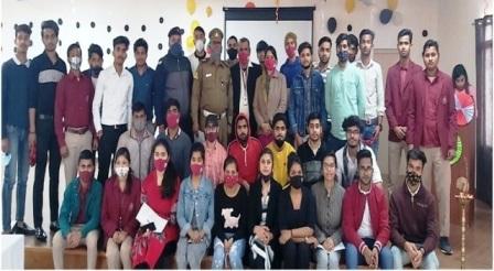 मेट्रो कॉलेज में सड़क सुरक्षा सप्ताह का आयोजन, ट्रैफिक सब-इंस्पेक्टर ने किया जागरुक