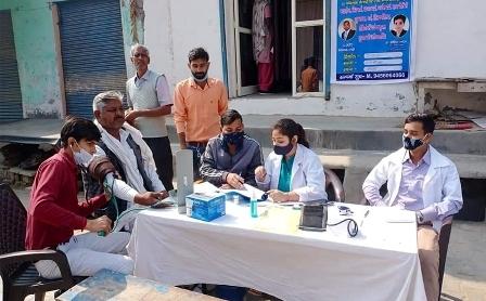 विजन हेल्थ एण्ड एजुकेशन फाउंडेशन ने ग्रामीणों के लिए लगाया नि:शुल्क स्वास्थ्य शिविर
