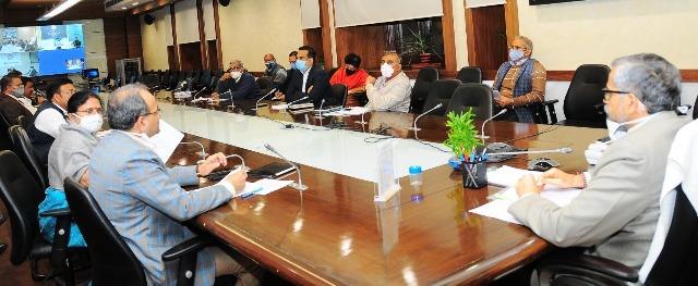 दिल्ली-मेरठ एक्सप्रेसवे पूरा करने का निर्देश, फूलपुर-चन्दौली एवं वाराणसी-गोरखपुर गैस पाइप लाइन शुरु