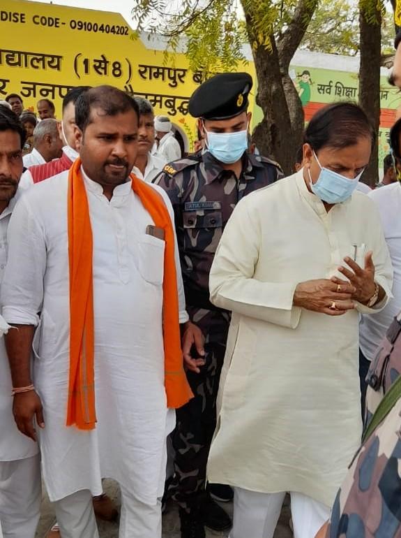 सांसद महेश शर्मा ने गांव में लगाई चौपाल, सुनी लोगों की समस्याएं