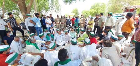गेंहूं की तौल एमएसपी पर नहीं होने पर गुस्साए किसानों ने किया प्रदर्शन