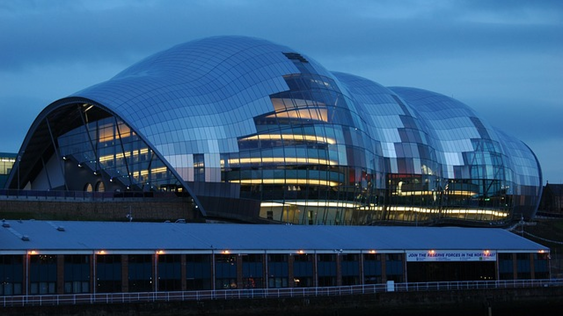 Enjoying one of the wonderful buildings on the quayside. The sage is an innovation of design and function