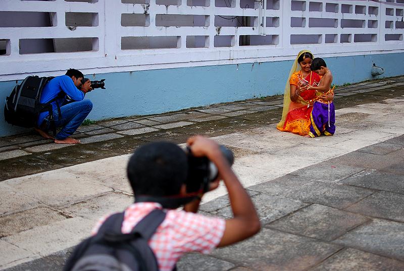 Wardrobe malfunction between photo-shoot?