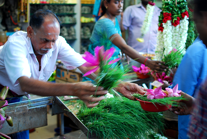 Flower seller at Arulmigu Manakula Vinayagar Temple