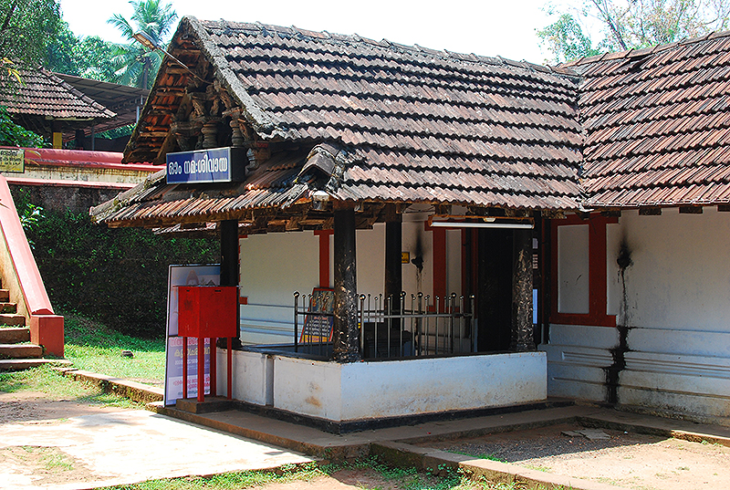 Lokanarkavu - the lower temple
