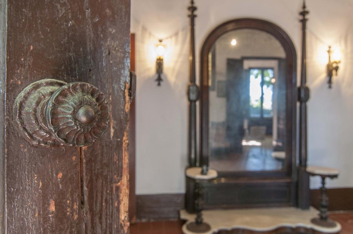 recibimiento casa modernista Montmeló Barcelona Mayoball