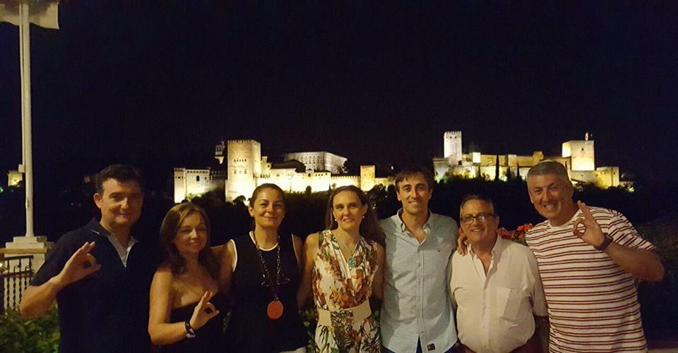 granada de noche Alhambra al fondo
