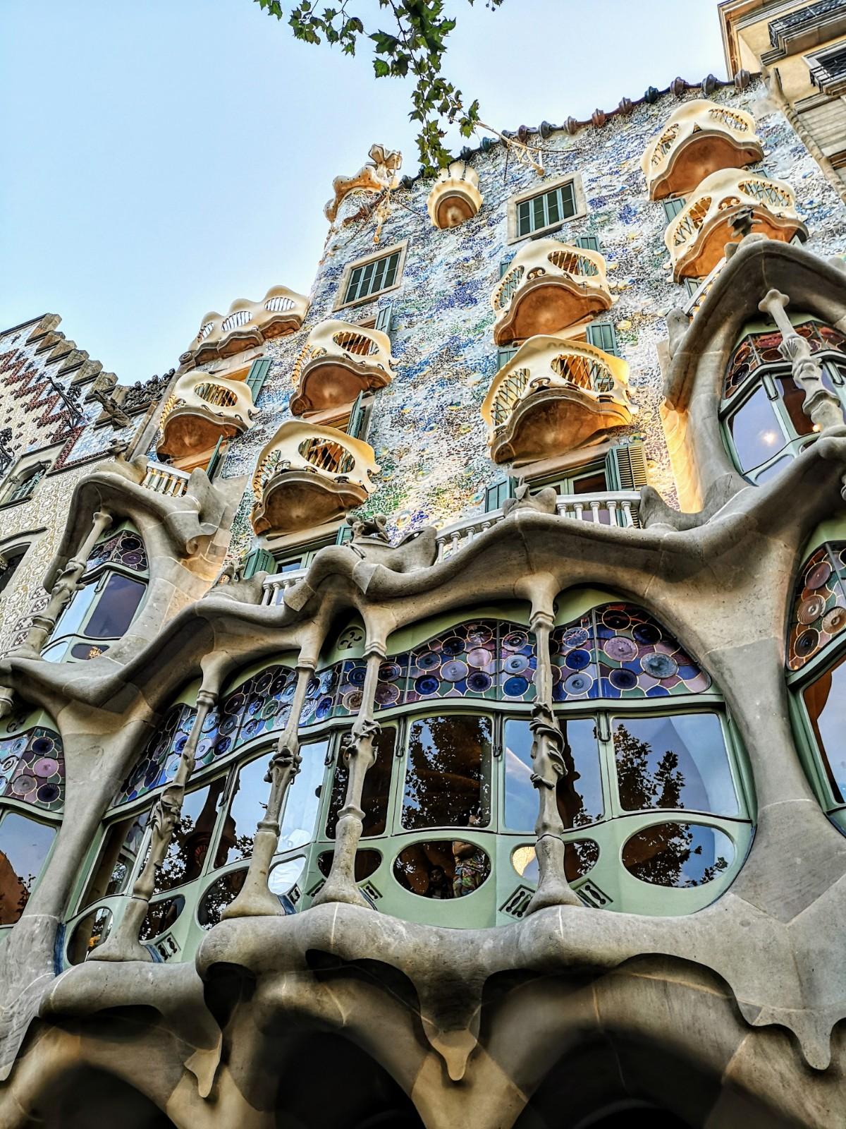 Un viaje en el tiempo. La magia de una mente creativa, la belleza del respeto eterno…Gaudí , casa Batlló