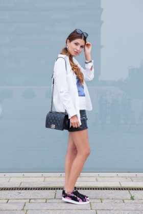 How To Wear Sneakers With Women Summer Outfits