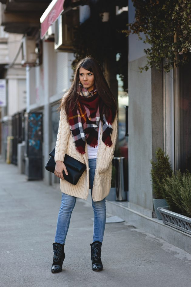 tartan-scarf-trend-during-cold-days-of-winter-for-women-4