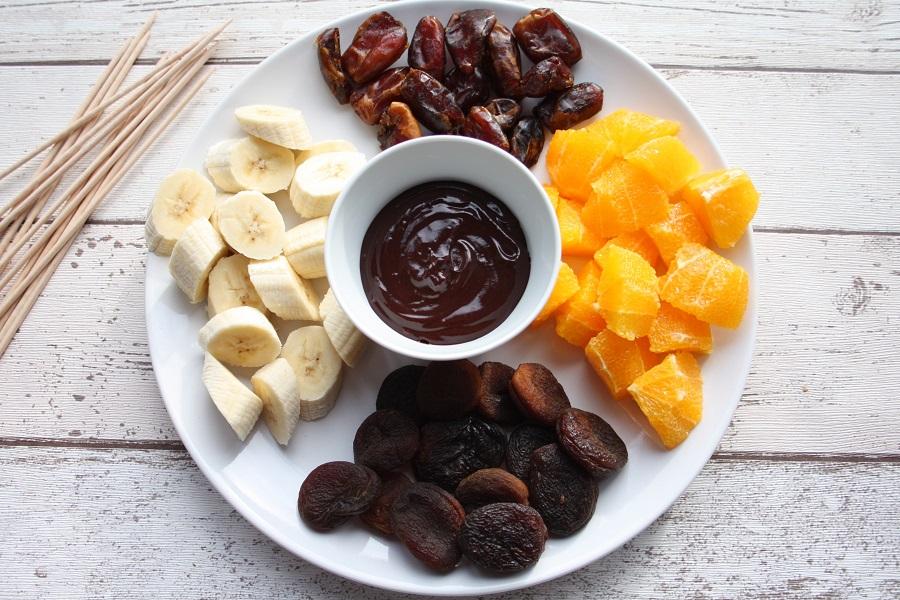 http://purefamilyfood.com/recipe/winter-fruit-chocolate-fondue/
