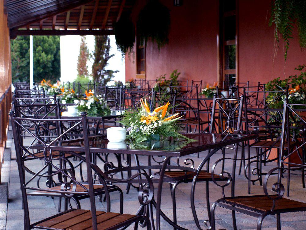 Casa Del Patio's elegant restaurant