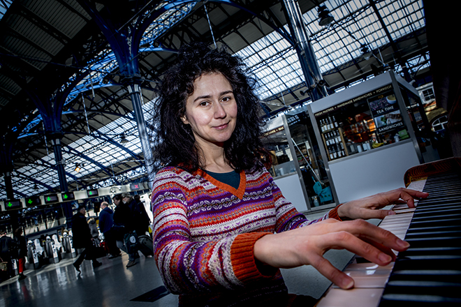 Polina Shephard tinkering on the ivories at Brighton Station's piano