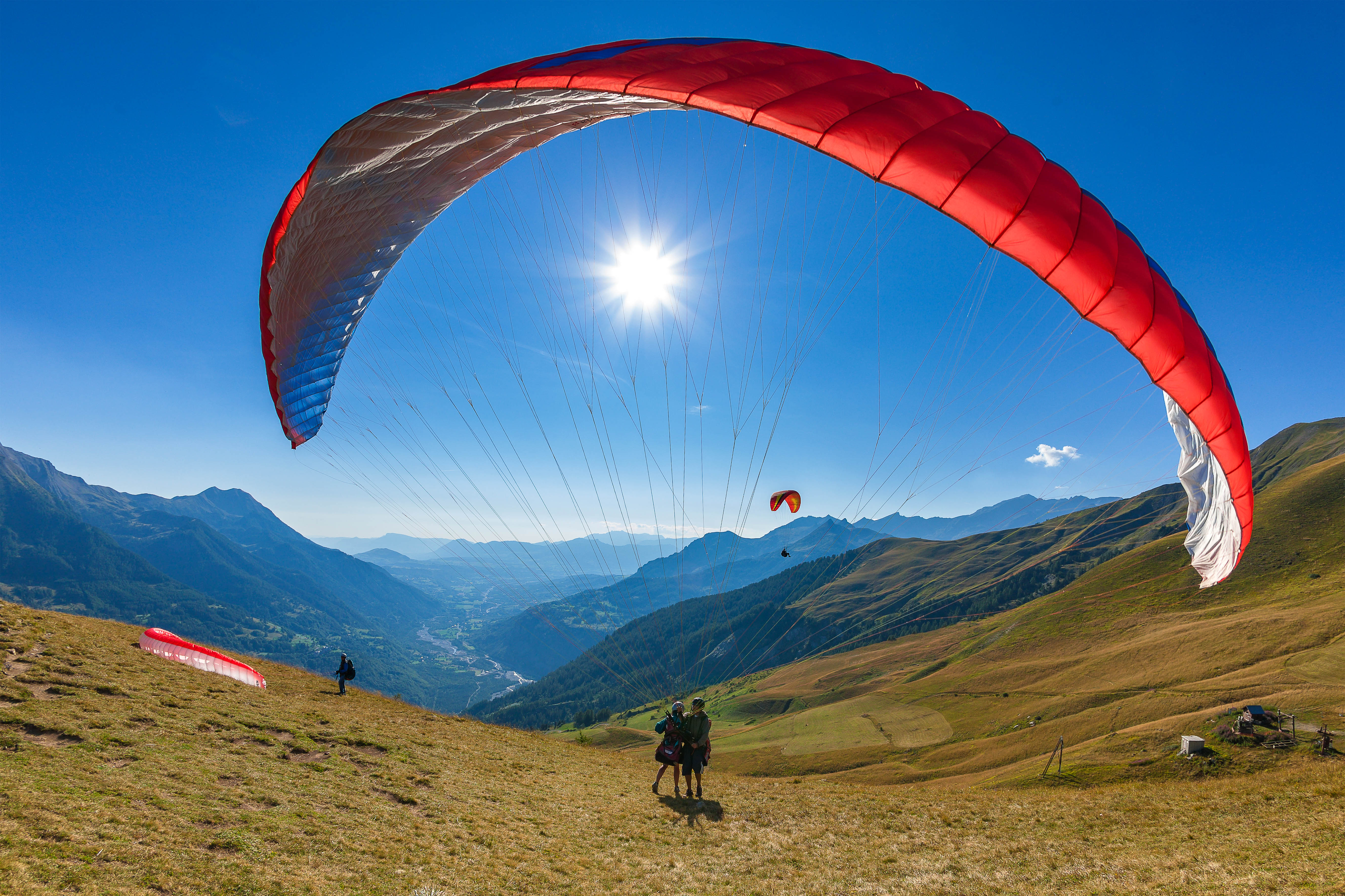 Paragliding near Chalet Carpe Diem