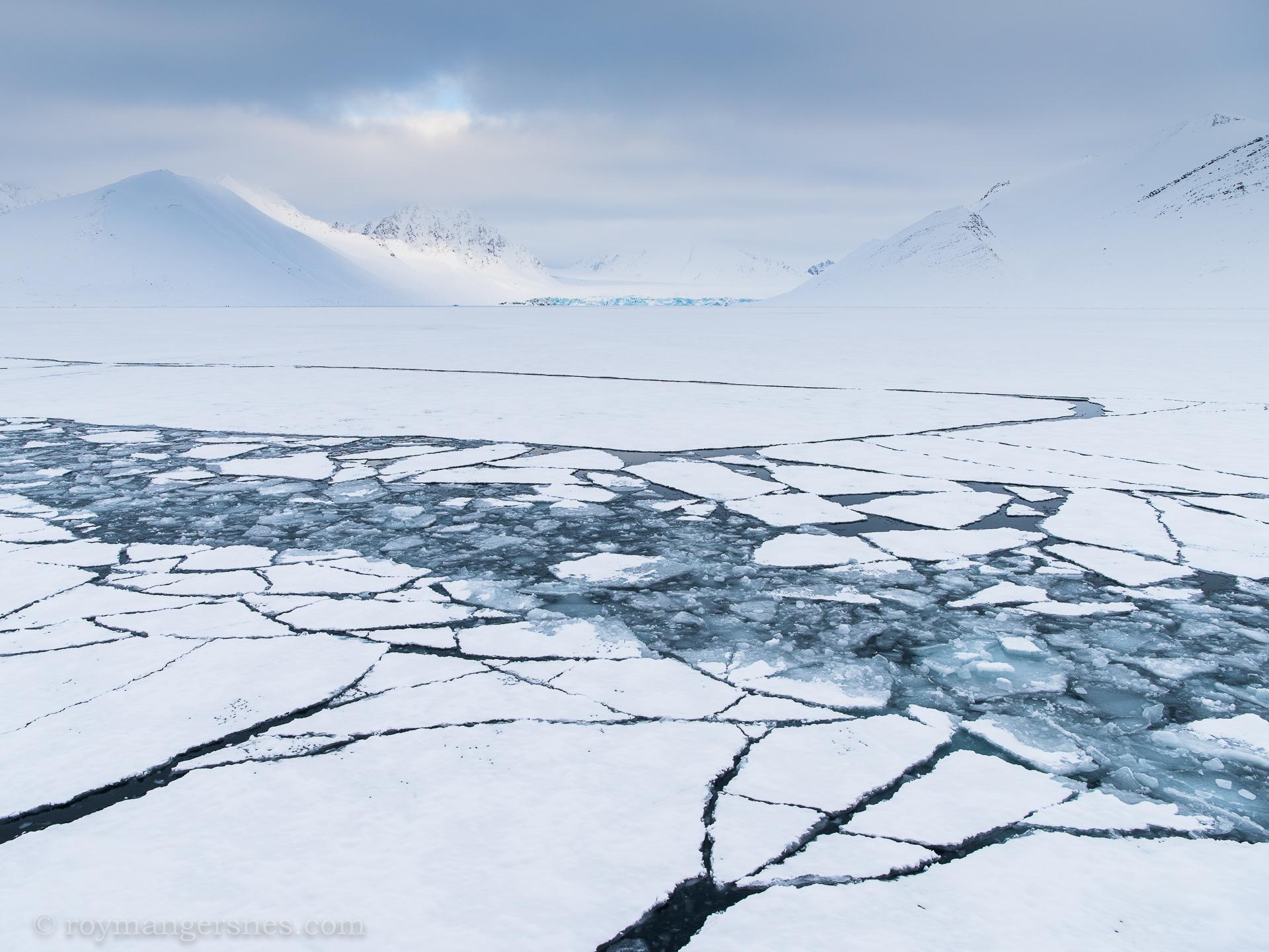 Svalbard Monaco glacier_Winter
