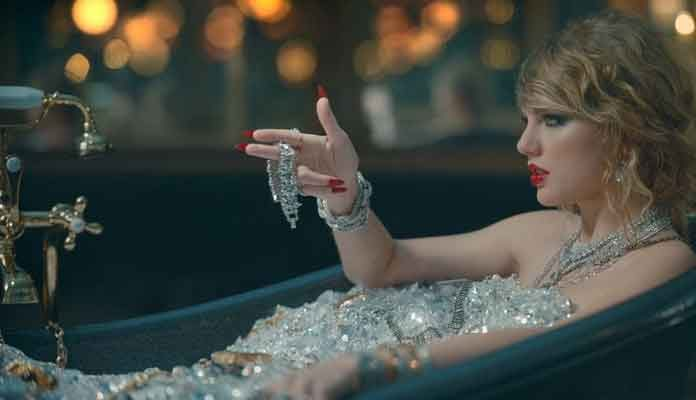 Taylor Swift On a Record Breaking Spree