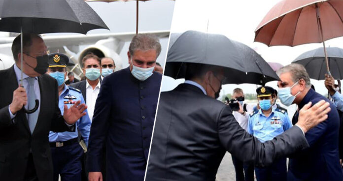 shah-mahmood-qureshi-umbrella