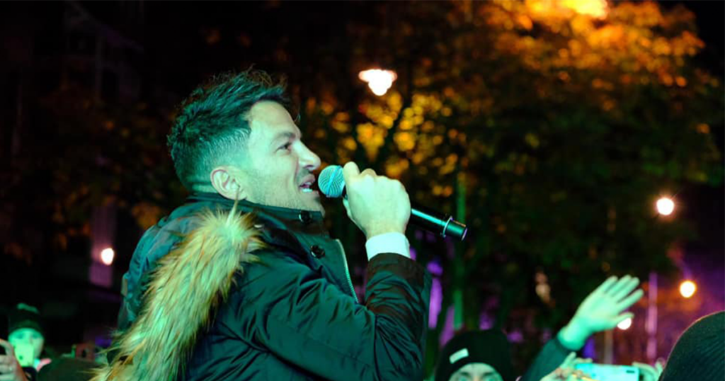 Peter Andre Singing