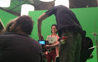 Green screen - The 5 production secrets to insert a person into a 3d environment STORE BLOG The 5 production secrets to insert a person into a 3d environment - working at chroma set