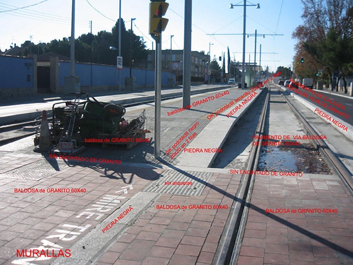 sketch to model and texture the tram 3d model at Zaragoza