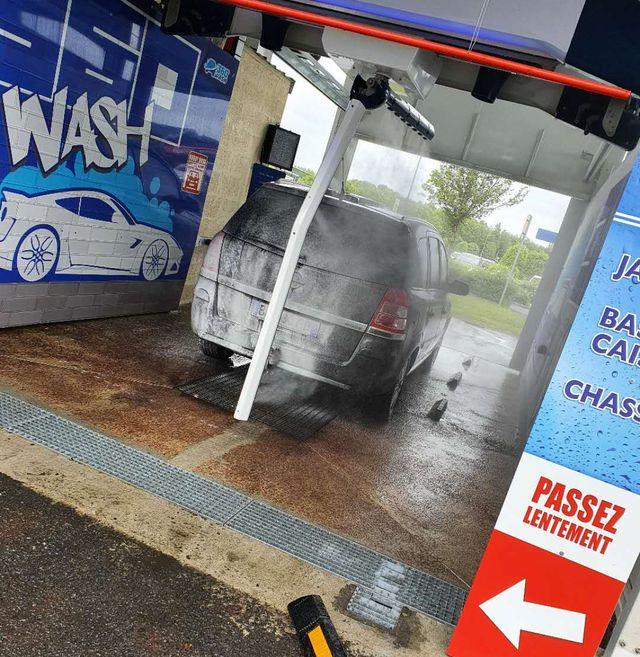 application chimique de lavage de voiture