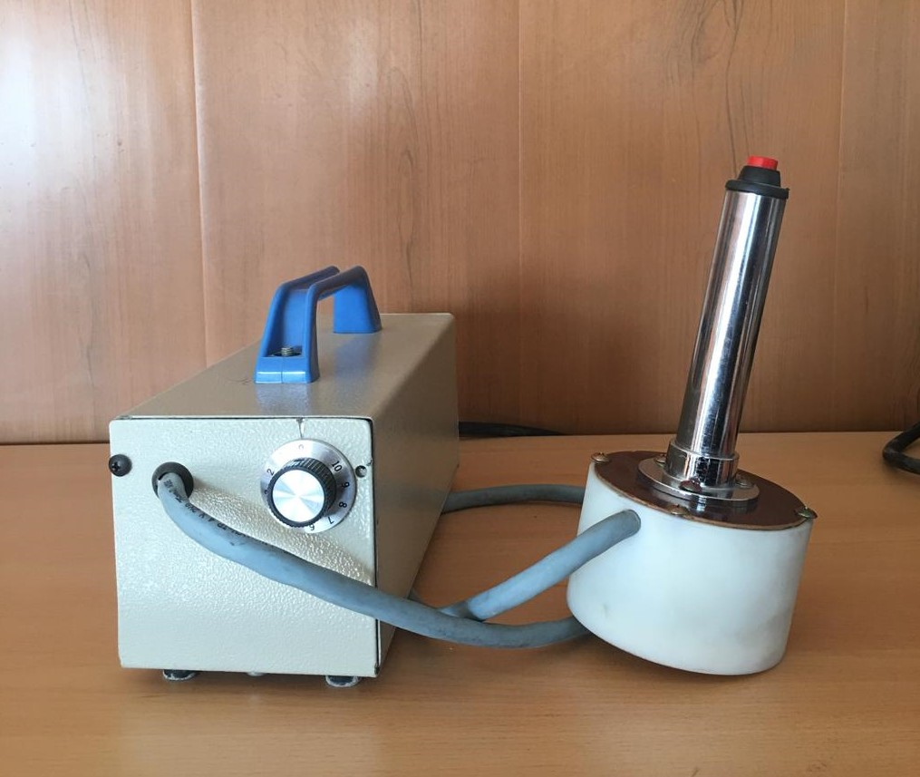 Removable head induction sealing machine