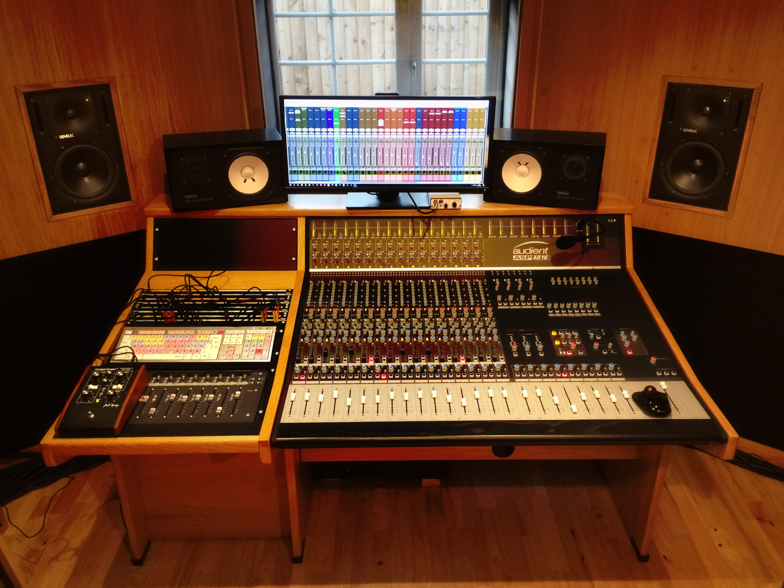 Slipway-Studio_Audient-ASP4816_desk_01