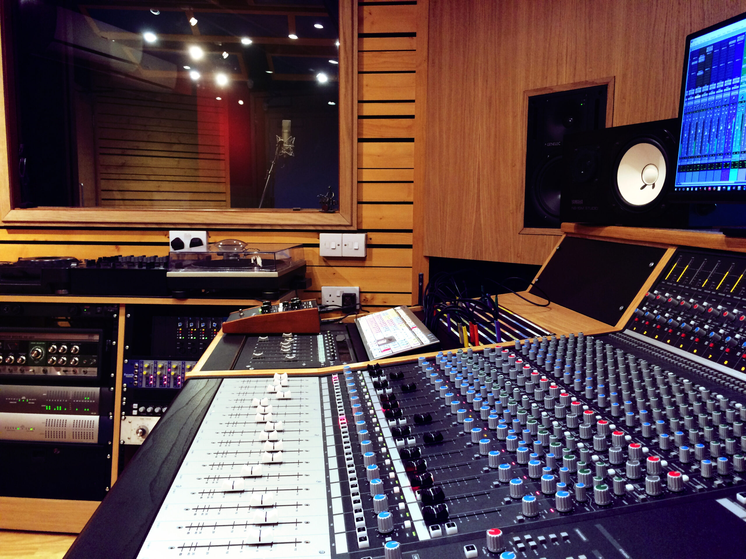 Slipway-Studio_Audient-ASP4816_desk_03