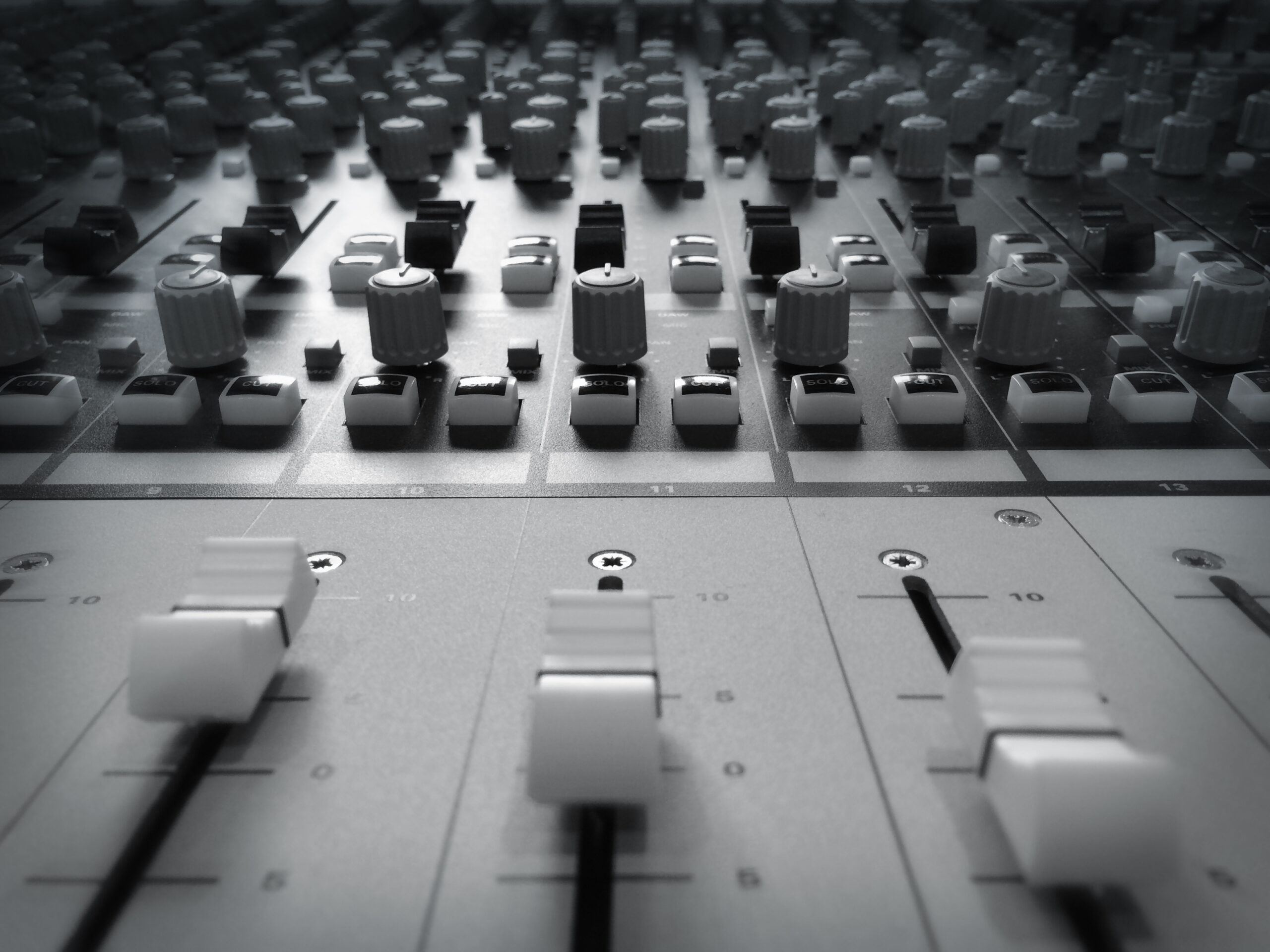 Slipway-Studio_Audient-ASP4816_desk_04