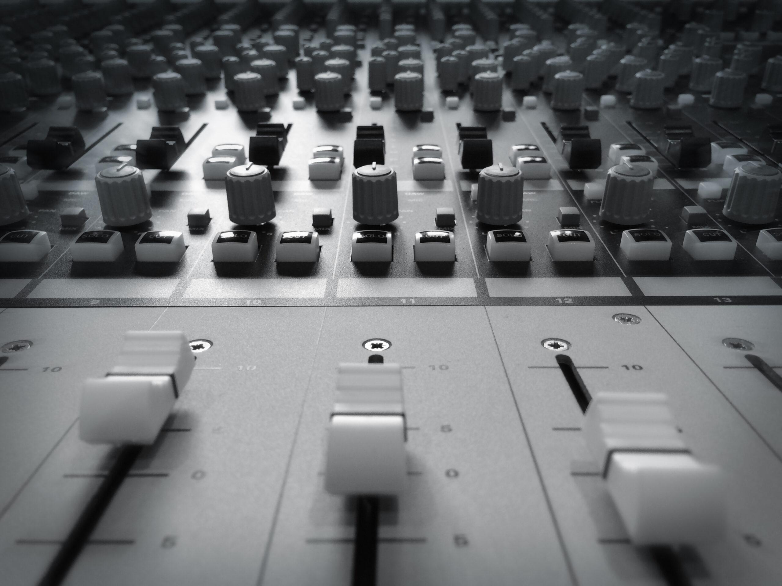Slipway-Studio_Audient-ASP4816_desk_04
