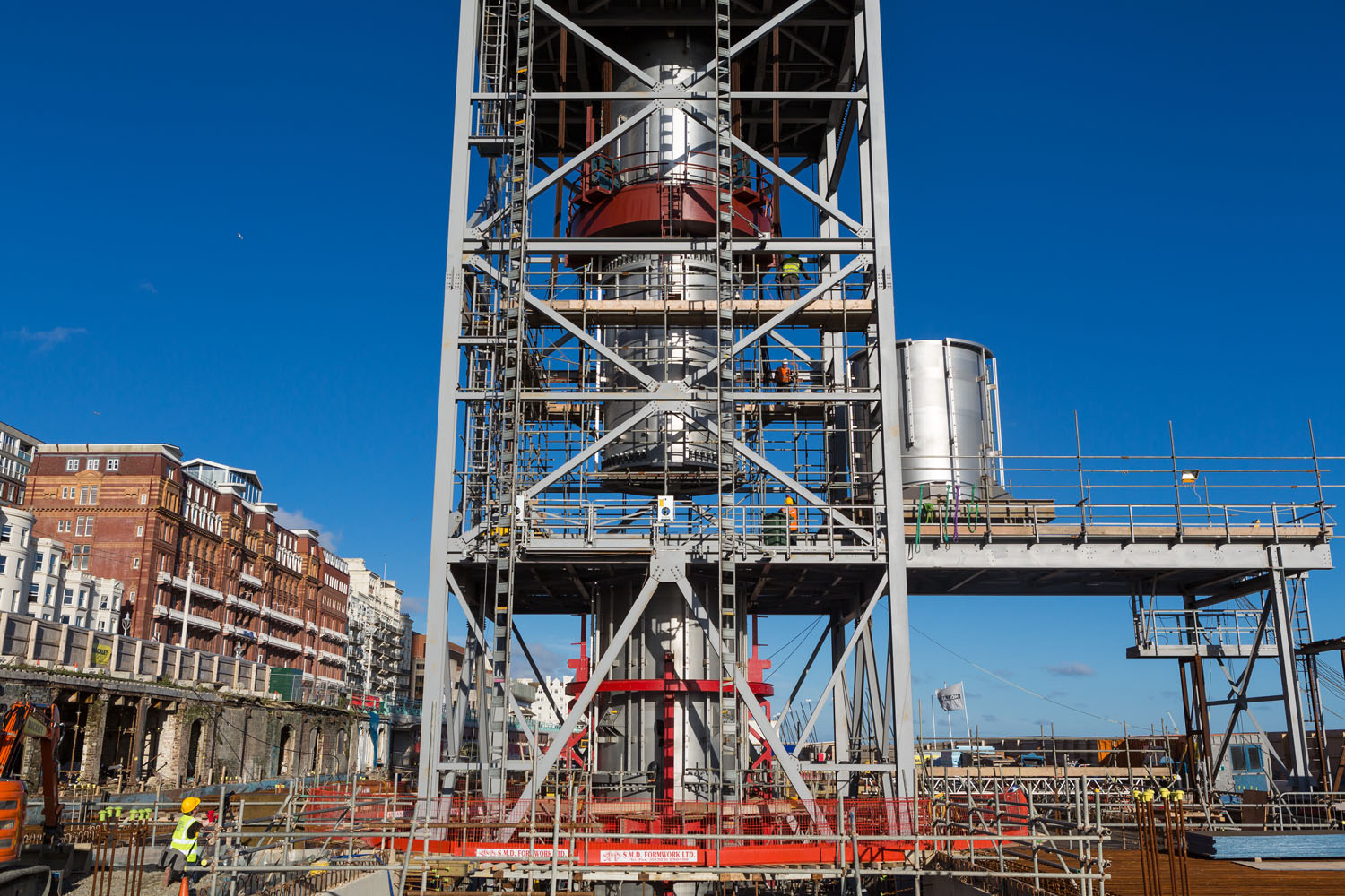 Tower assembly. Brighton i360 by Marks Barfield Architects.