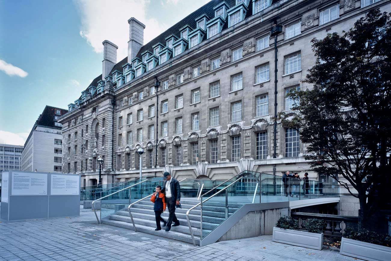 general view - County Hall Bridge by marks Barfield Architects
