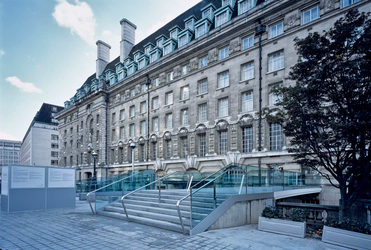 steps view - County Hall Bridge by marks Barfield Architects