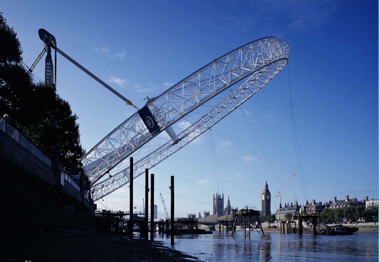 Wheel at 45 degrees above the Thames - The London Eye by Marks Barfield Architects