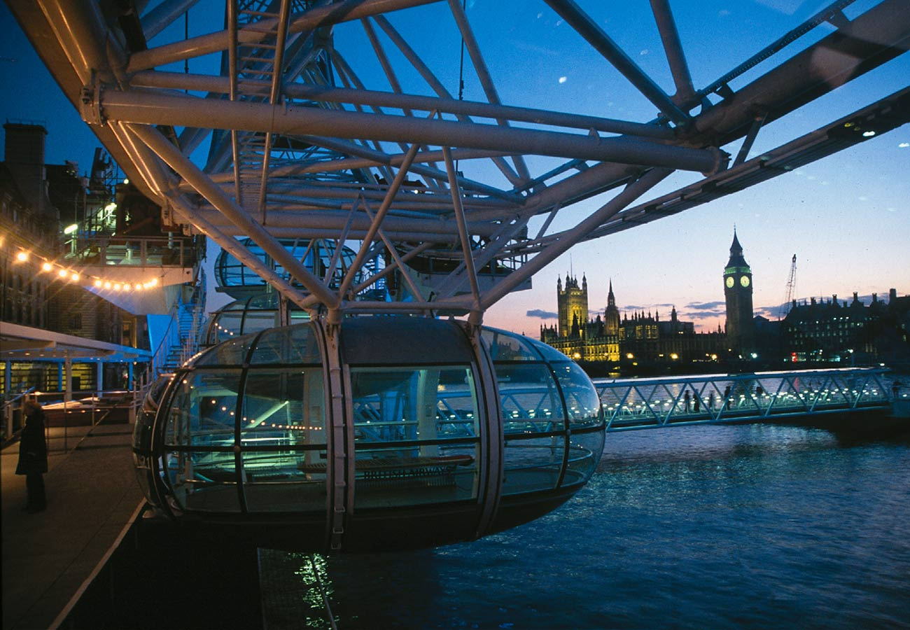 View from the boarding platform towards the Big Ben. The London Eye by Marks Barfield Architects.