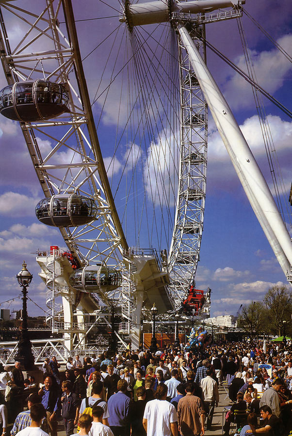 Close view from the southbank going west. The London Eye by Marks Barfield Architects