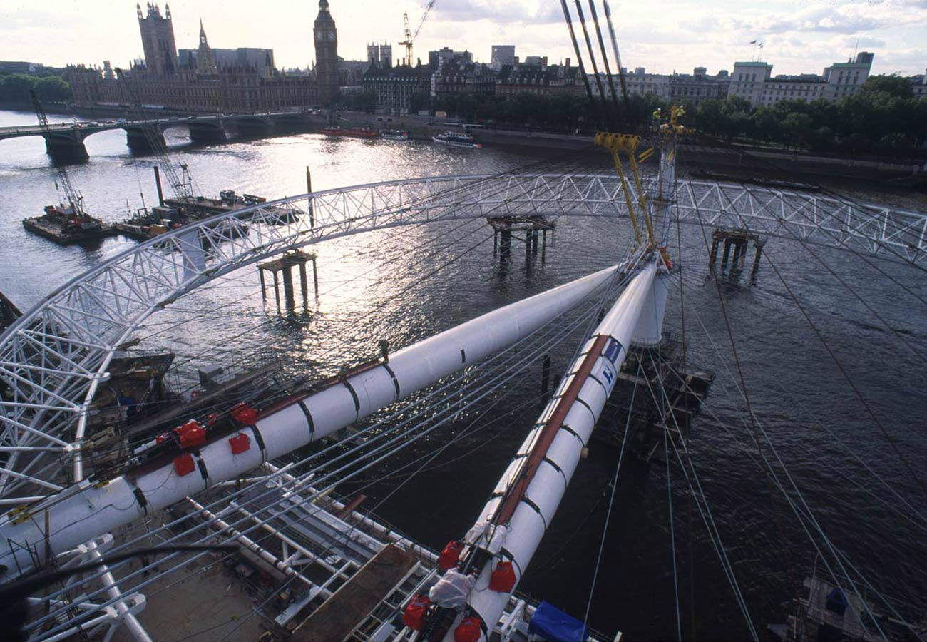 photograph of the wheel laying on the river Thames with rim fully assembled - The London Eye by Marks Barfield Architects