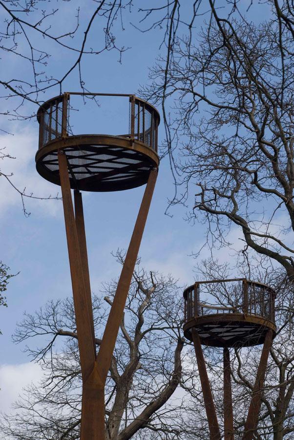 Pylon Erection - Kew Gardens Treetop Walkway by Marks Barfield Architects