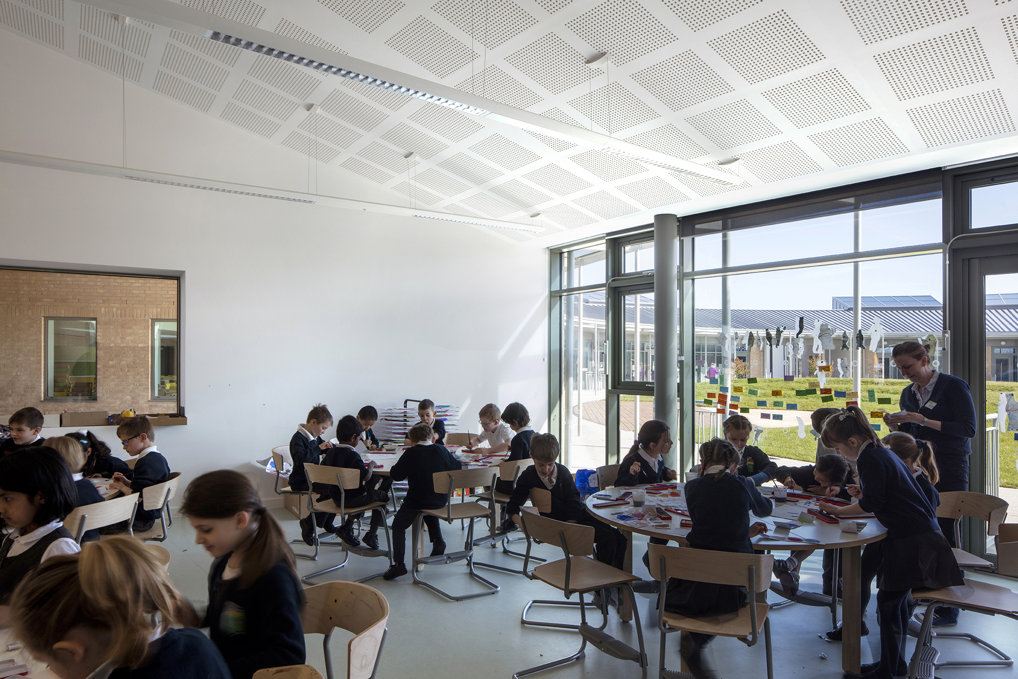 classroom - University of Cambridge Primary School by Marks Barfield Architects