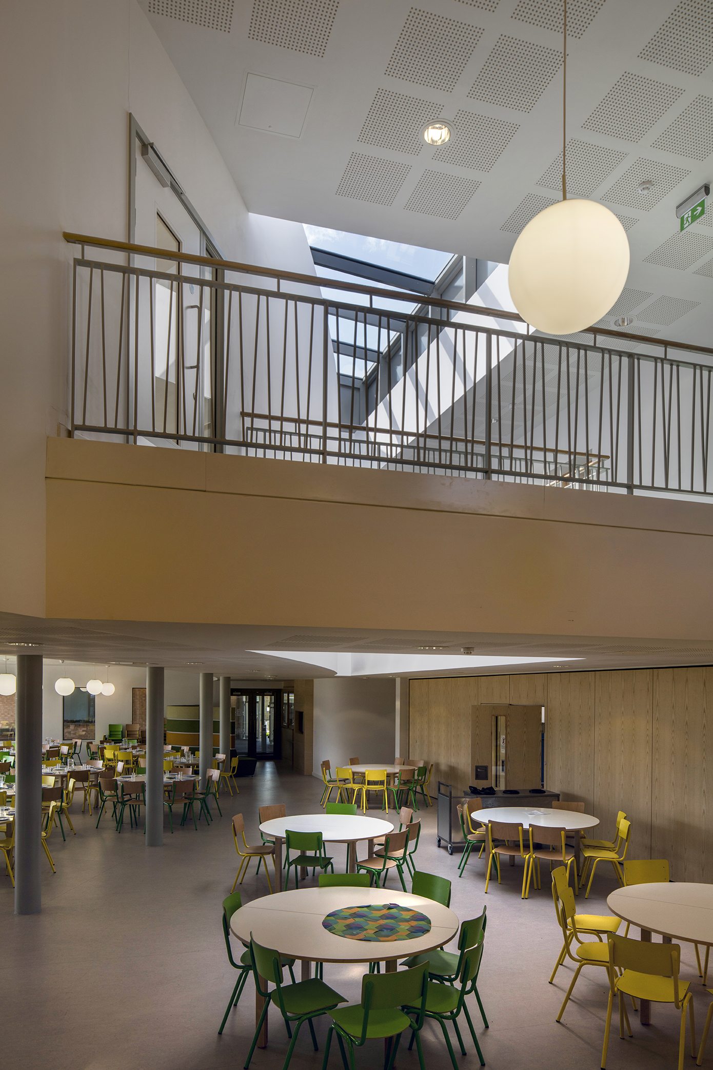 dinning void - University of Cambridge Primary School by Marks Barfield Architects