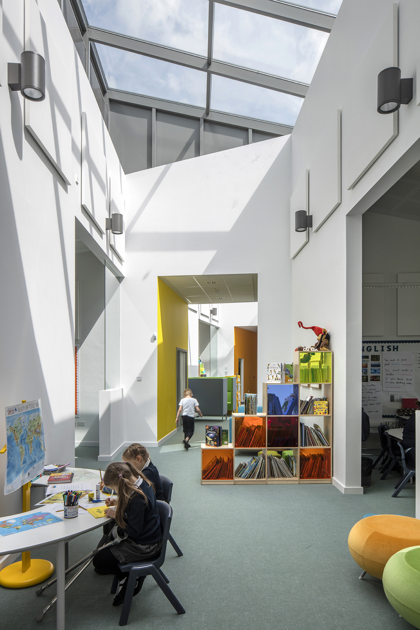 flexible spaces - University of Cambridge Primary School by Marks Barfield Architects