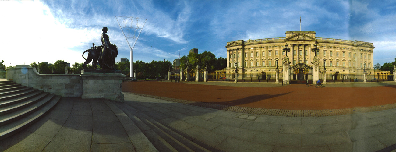 Beacon postcard Buckingham palace by Marks Barfield Architects