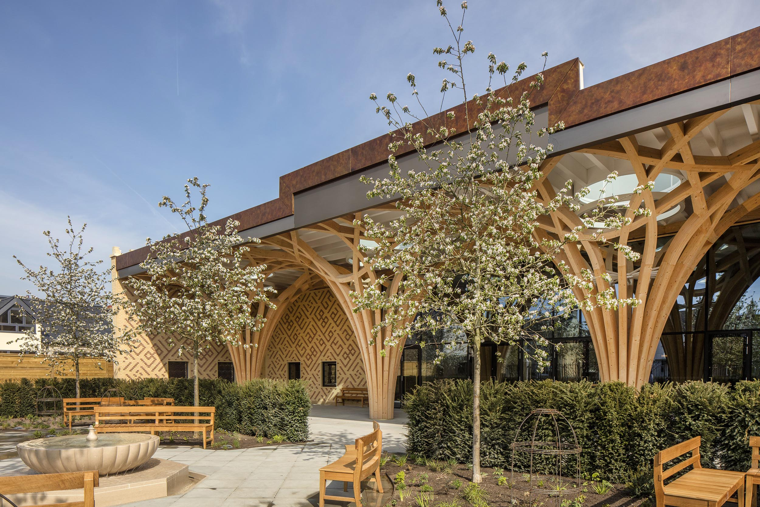 Cambridge Mosque - Islamic garden, fountain & front portico - by Marks Barfield Architects, photo Morley von Sternberg