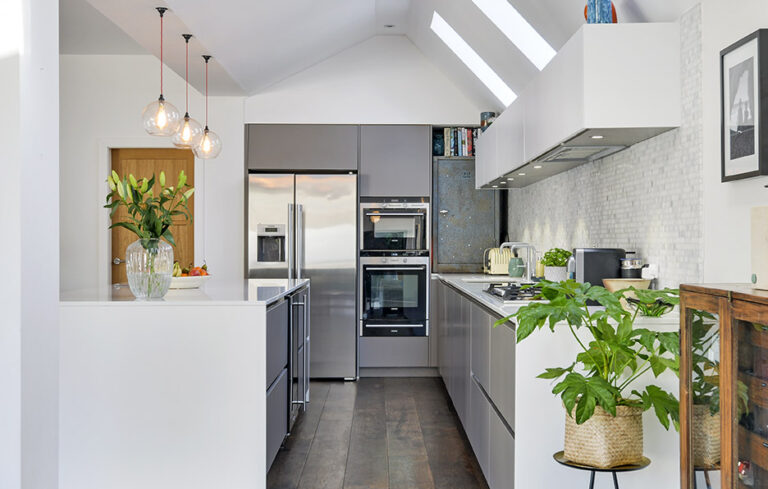 Fullyt fitted kitchen