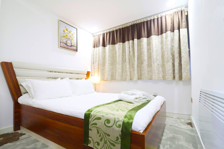 1 large bedroom 13