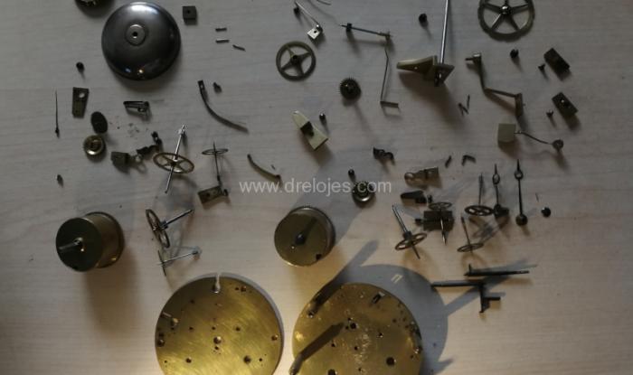 Piezas de un reloj